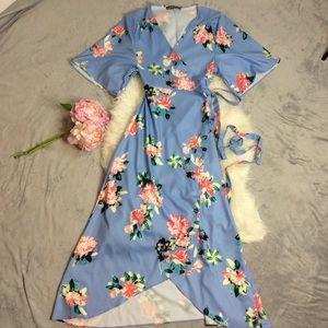 Dresses & Skirts - Pretty Floral Wrap Dress